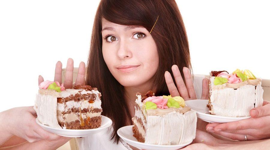 Девушка и торты
